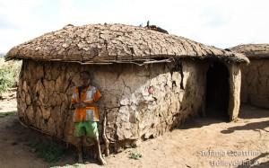 Bambino e capanna Masai